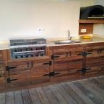 מטבח חוץ מתוכנן ונבנה על-ידי חברת עצטרובל