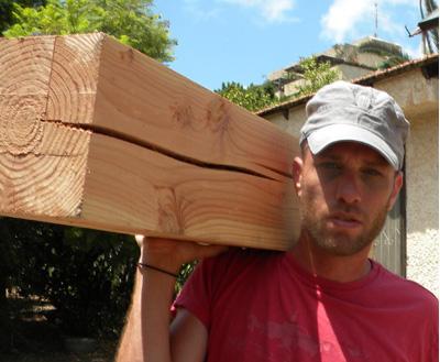בניית פרגולת עץ גושני