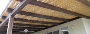 בניית פרגולה מקורה בבמבוק
