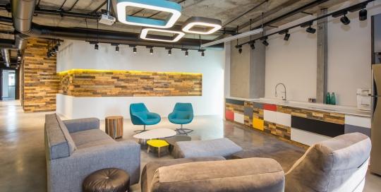 עיצוב ותכנון משרד בשילוב עץ ממוחזר